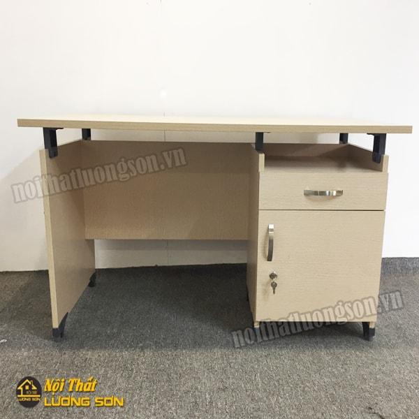 Bàn văn phòng hộc sâu hệ nâng Fami – BLV11 thiết kế theo kích thước tiêu chuẩn.